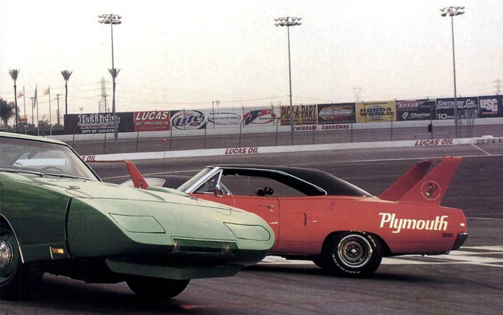 Dodge Charger Daytona и Plymouth Superbird